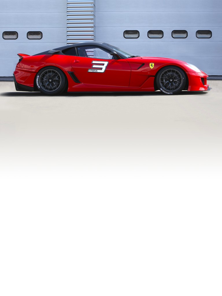 The 599XX incorporates the most advanced technological solutions, resulting from Ferrari's road-going and F1 research.