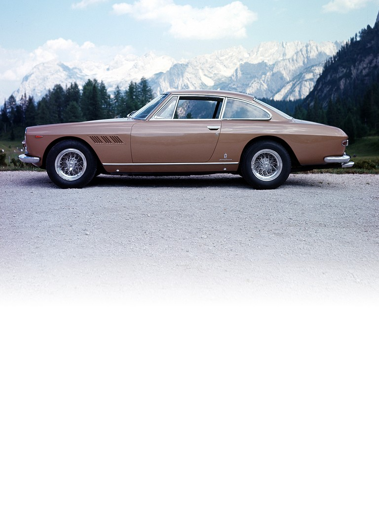 The 330 America was replaced by the Ferrari 330 GT 2+2