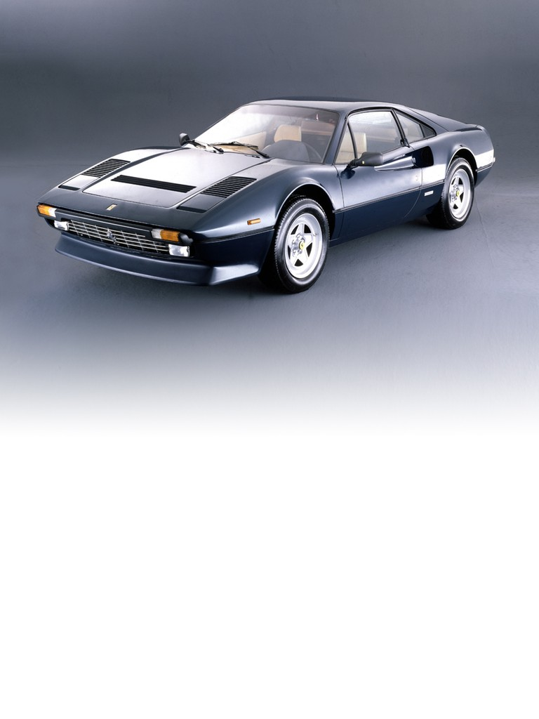 The transition from carburettor to fuel injection and the introduction of new anti-pollution laws all had a sizeable impact on the power of the 308 GTBi compared to its predecessor, the 308 GTB. Research to remedy this situation was quickly undertaken and soon showed that four valves per cylinder offered the optimal solution. This innovation saw the engine make up its lost horsepower and the car regain position as the reference point in its category.