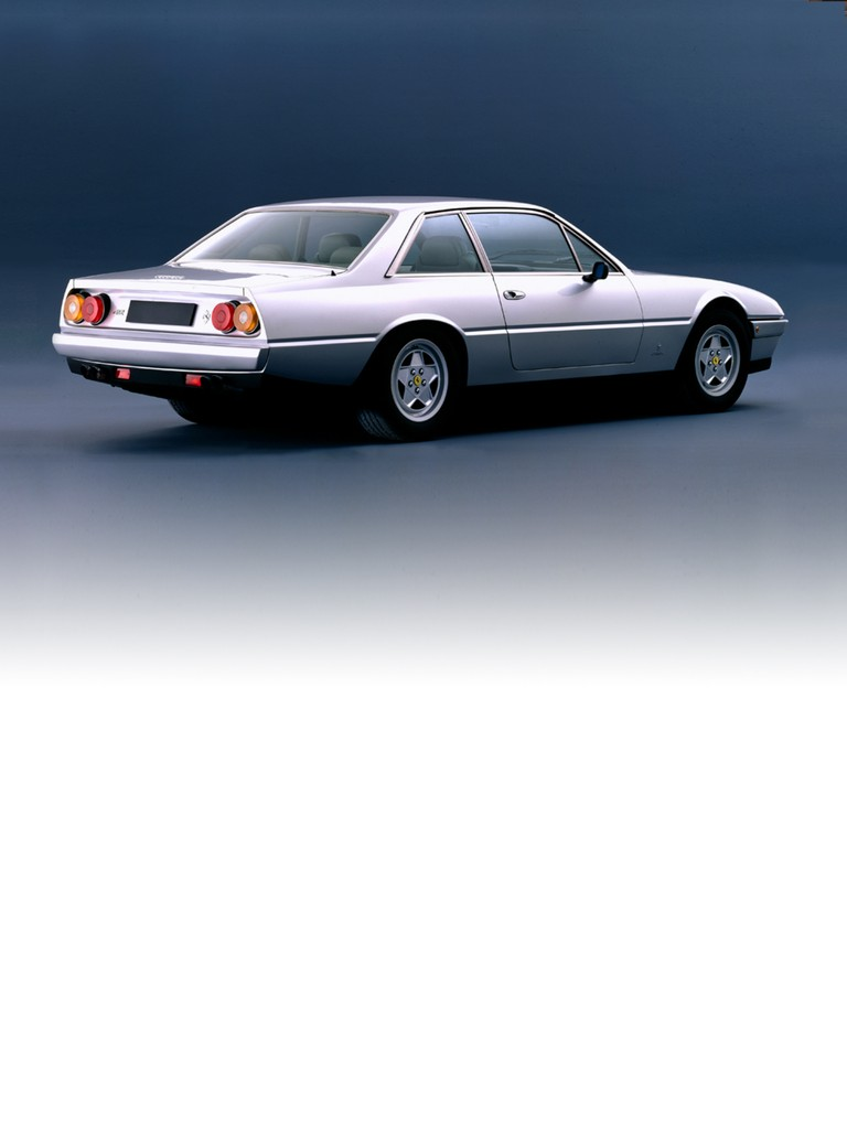 The Ferrari 412 replaced the 400i and introduced a series of improvements, the most noticeable being the higher boot line, along with a deeper front spoiler to improve the car's aerodynamics.